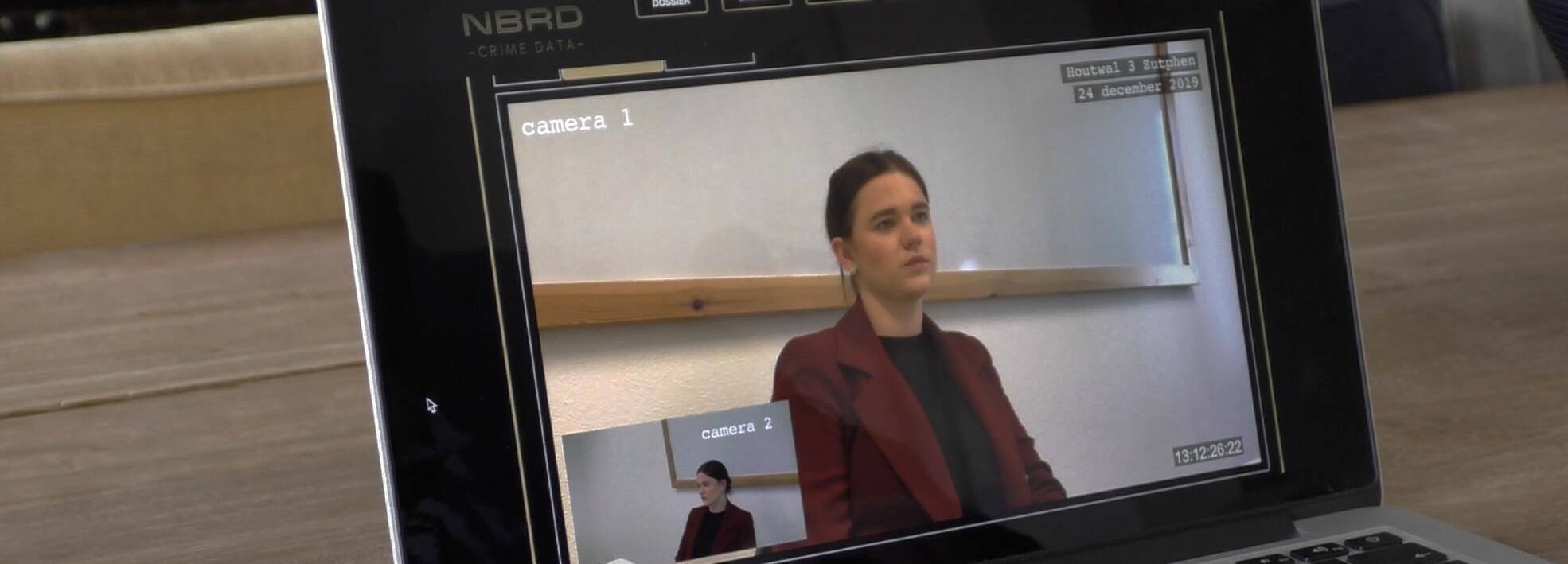 Een verhoor met een getuige in de database tijdens moordspel